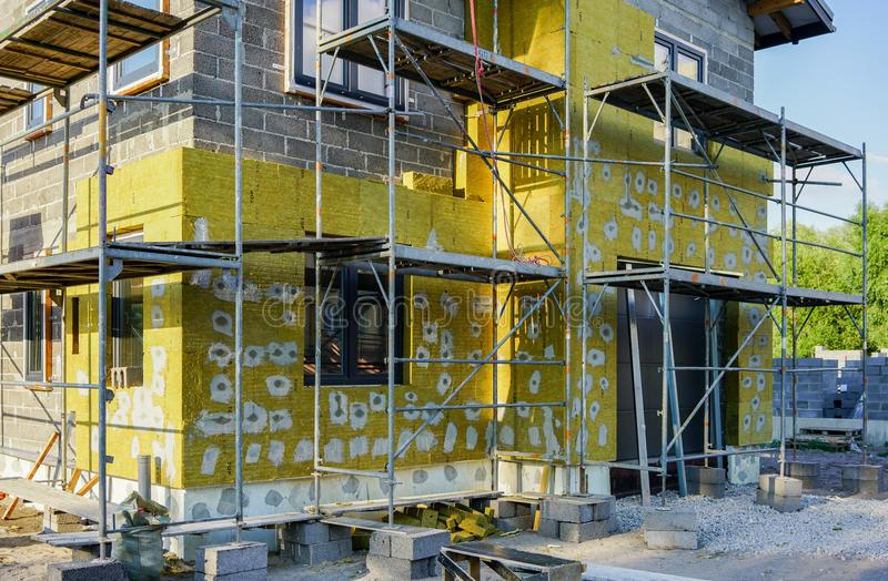 Base concrète d'une nouvelle maison, construction de mur photographie stock libre de droits