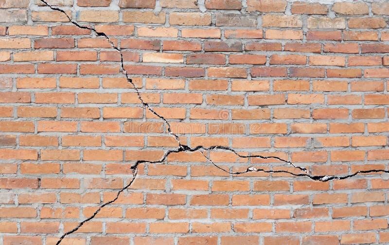 Base criquée de brique image stock