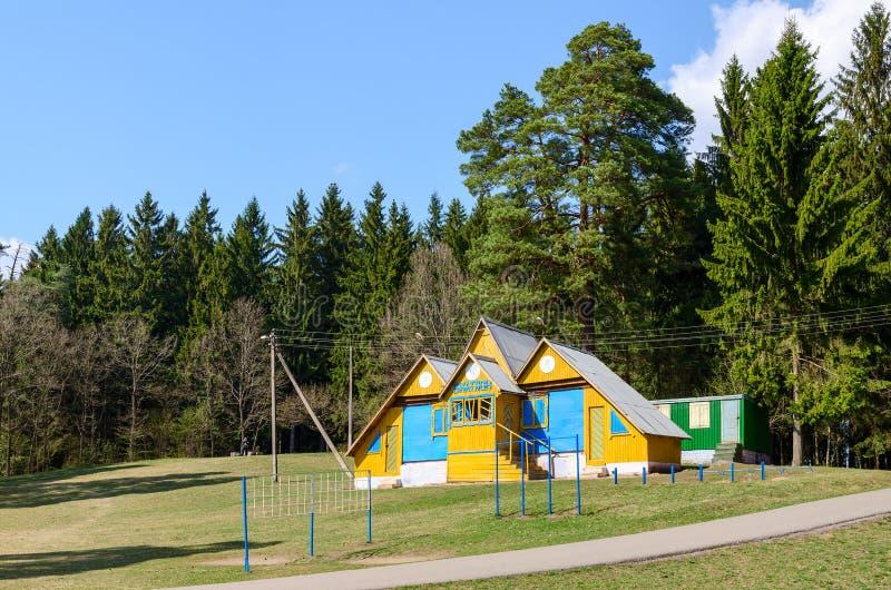 Base de biathlon au bord de forêt photo stock