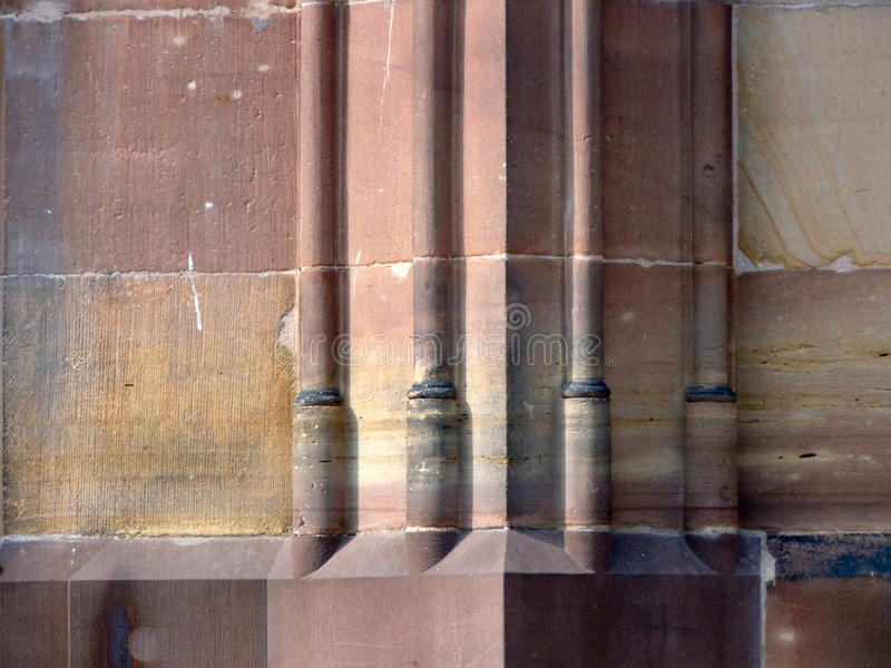 Base de columna de la albañilería de piedra imagen de archivo