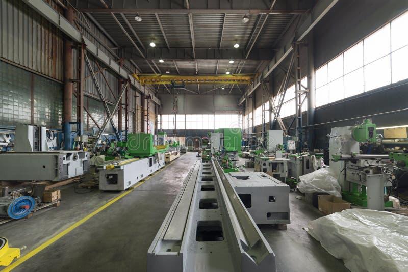 Base de la máquina-herramienta Nave de montaje de una fábrica moderna fotografía de archivo libre de regalías