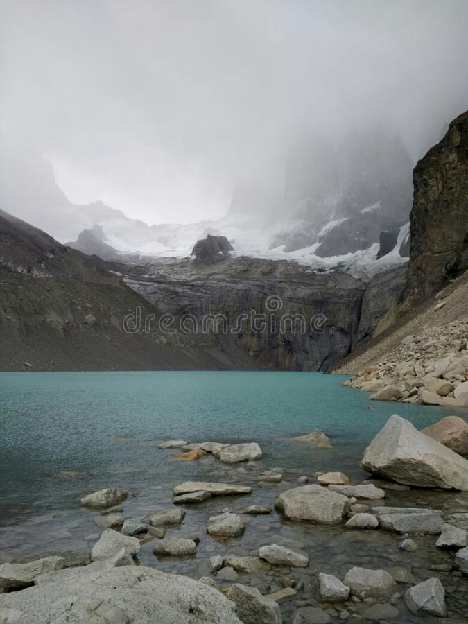 """Base de la surveillance de """"Torres del Paine """" image stock"""