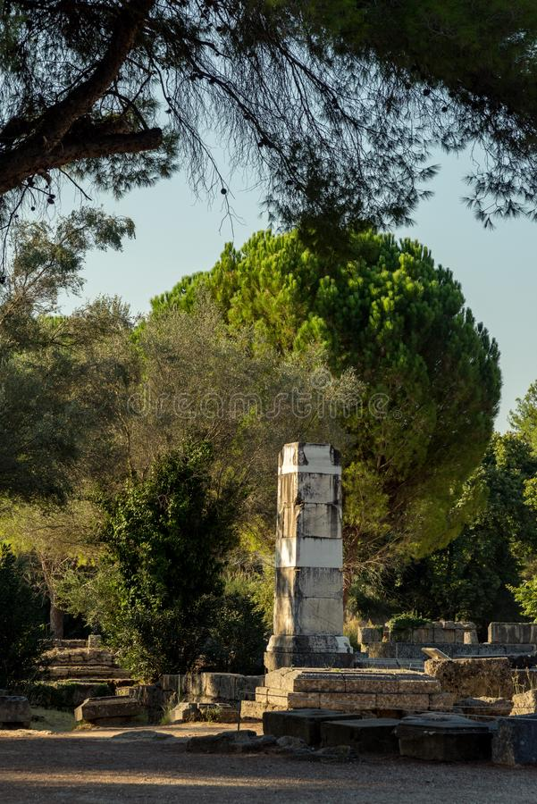 Base della vittoria di Paeonios in Olimpia, Grecia immagine stock