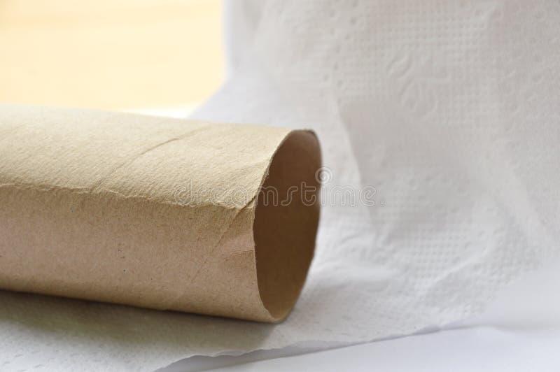 Base dura del papel seda de Brown en el fondo blanco imagen de archivo
