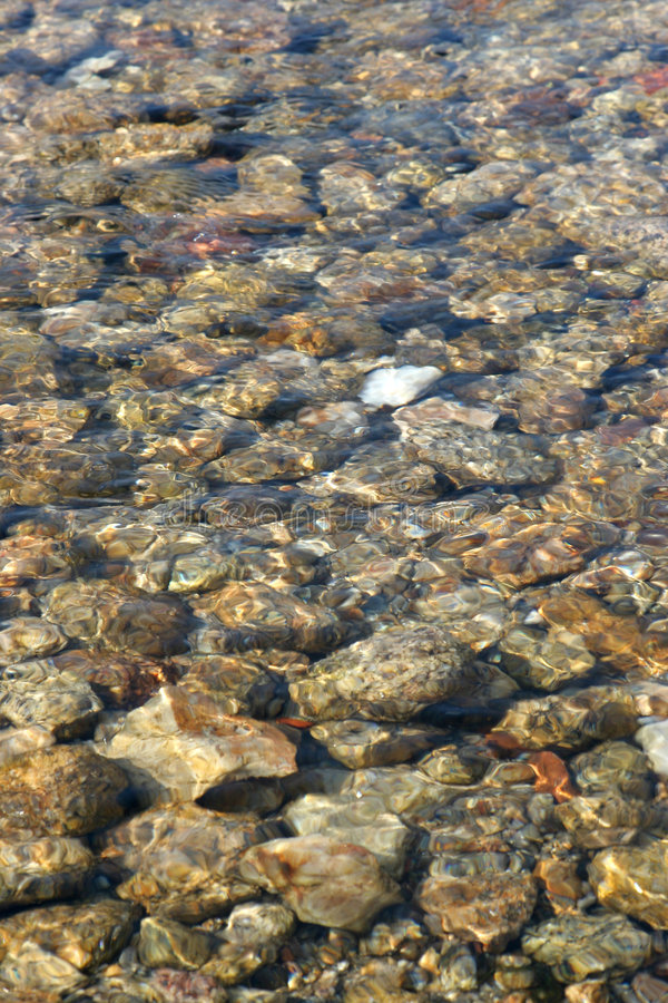 Base rocciosa dell'insenatura dell'acqua fotografia stock