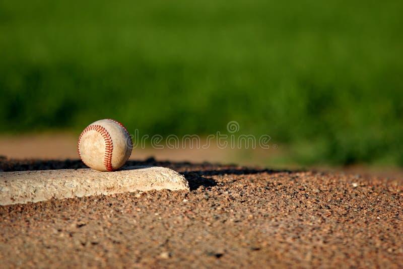Baseball auf Krugdamm stockfoto