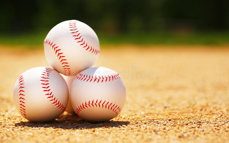 baseball Bolas no campo fotos de stock royalty free
