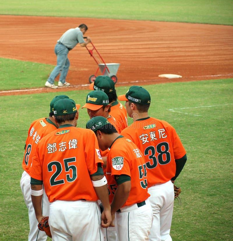 baseball diskuterar deras modiga spelare royaltyfria bilder