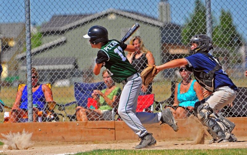 Baseball dopo il colpo fotografie stock libere da diritti