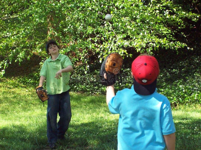 Baseball durante il volo fotografie stock libere da diritti
