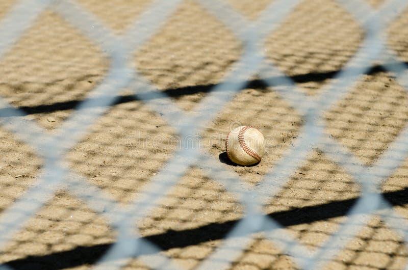Baseball i ogrodzenie fotografia stock