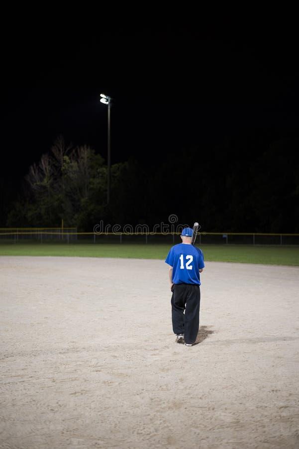 Baseball nachts lizenzfreie stockbilder