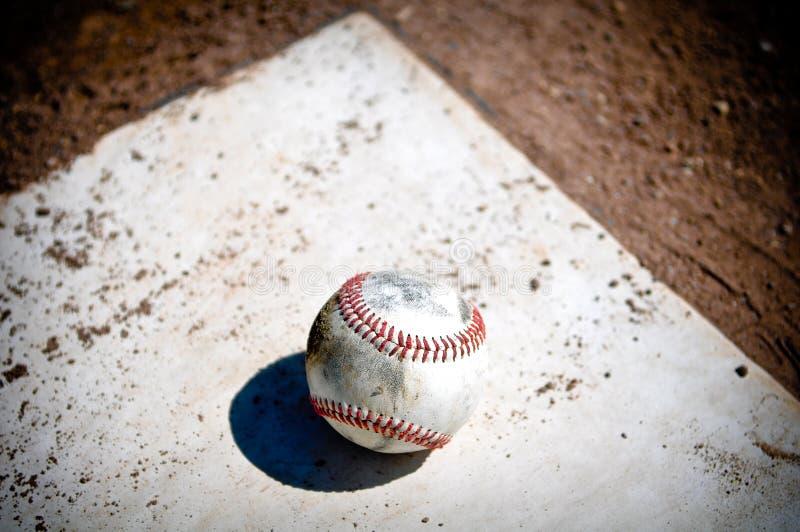 Baseball nah oben auf Hauptplatte stockbilder