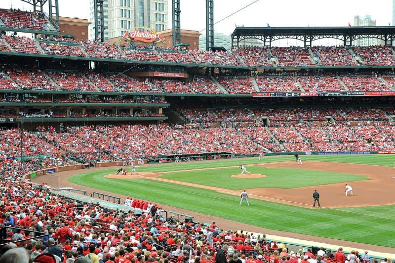 Baseball på den Busch stadionen royaltyfri fotografi