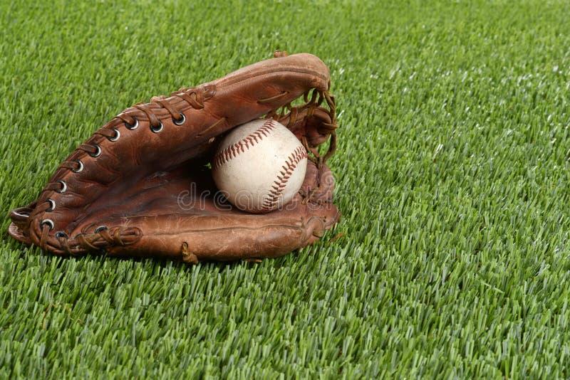 Baseball rękawiczka i ciężka piłka zdjęcie royalty free