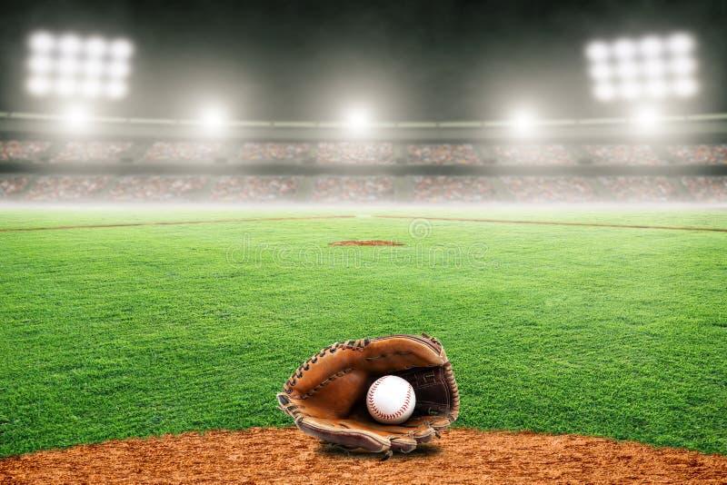 Baseball rękawiczka na polu w Plenerowym stadium Z kopii przestrzenią royalty ilustracja