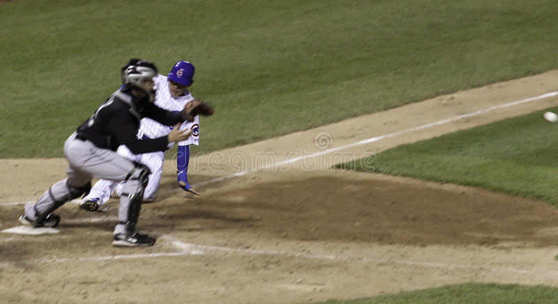 Baseball - schiebend in Haus! lizenzfreies stockbild