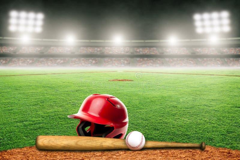 Baseball, slagträ och hjälm på fält i utomhus- stadion med kopieringsutrymme royaltyfri illustrationer