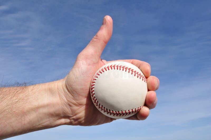 baseball som ger spelaretecknet, tumm upp arkivbilder