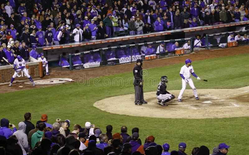Baseball - ventilatori levantesi in piedi, giocatori, anticipazione fotografia stock