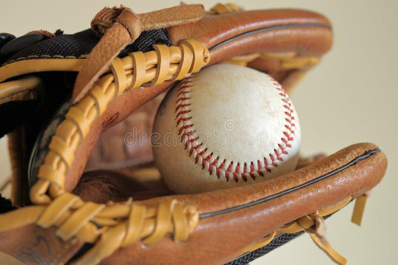 Baseball w rzemiennej rękawiczce - mała liga, sporty obraz royalty free