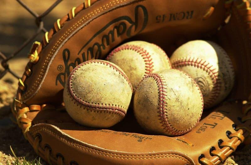 Baseballe w łapacz rękawiczce zdjęcia royalty free