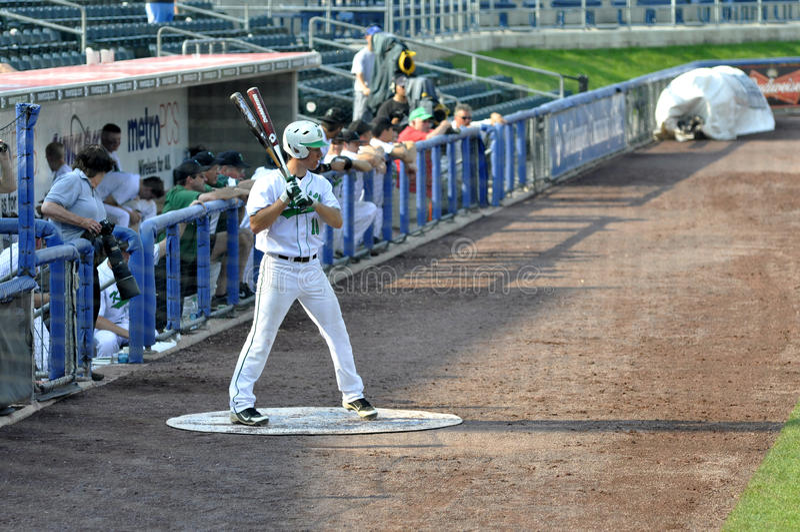 Baseballeierteigaufwärmen stockfotos