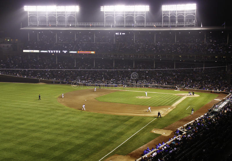 baseballfältnatt wrigley royaltyfria bilder