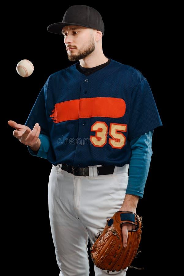 Baseballkanna som kastar upp bollen royaltyfria bilder