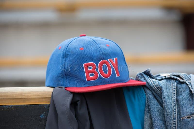 Baseballmütze der Kinder lizenzfreie stockfotos