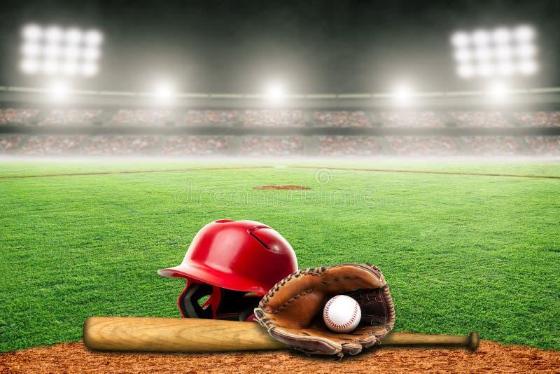 Baseballslagträ, hjälm, handske och boll på fält i utomhus- stadion med kopieringsutrymme stock illustrationer