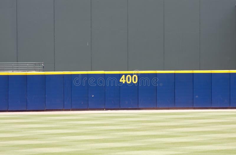 baseballytterfältvägg royaltyfria bilder