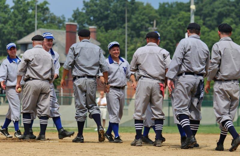 Baseballzeremoniellhändedruck lizenzfreie stockbilder
