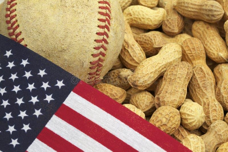 Basebol, bandeira dos E.U. e amendoins, tradição americana imagens de stock