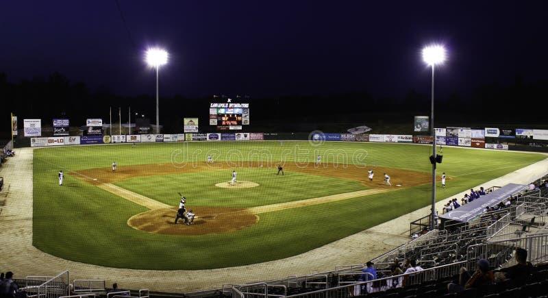 Basebol da noite - estádio do campeonato menor imagens de stock royalty free