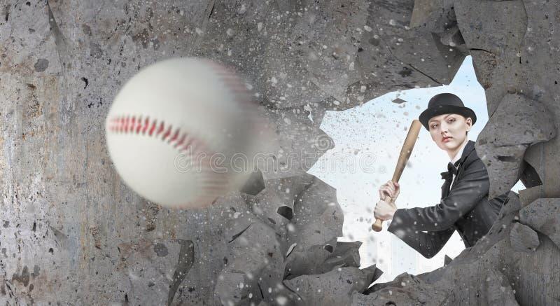 Basebol do jogo da mulher Meios mistos foto de stock royalty free
