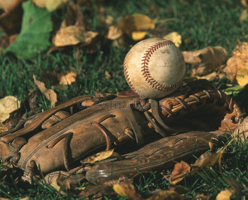 Download Basebol e luva de basebol imagem de stock. Imagem de horizontal - 70055
