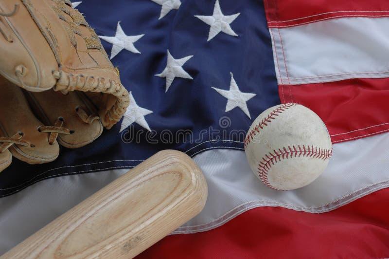 Basebol, luva e bastão com bandeira americana imagens de stock