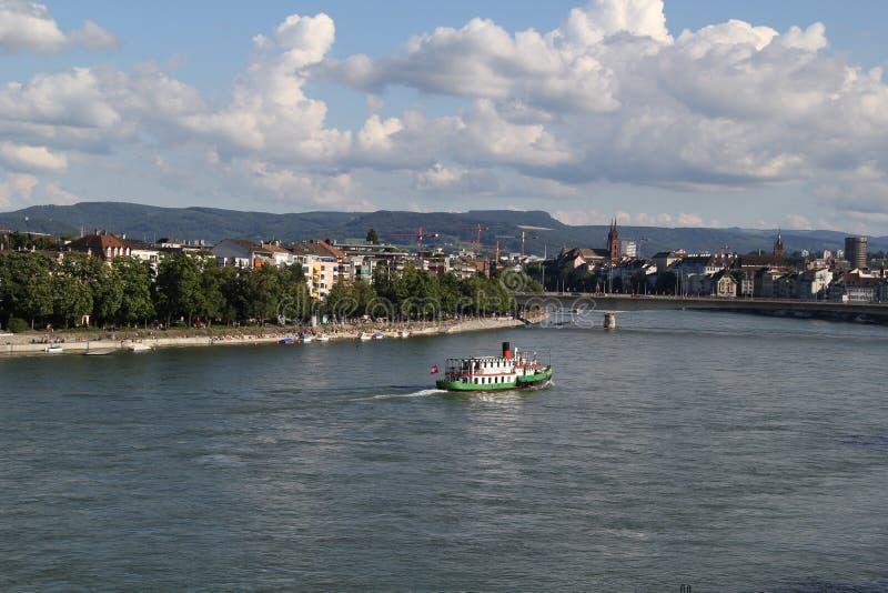 Basel-Stadt und Rhein-Fluss lizenzfreie stockbilder