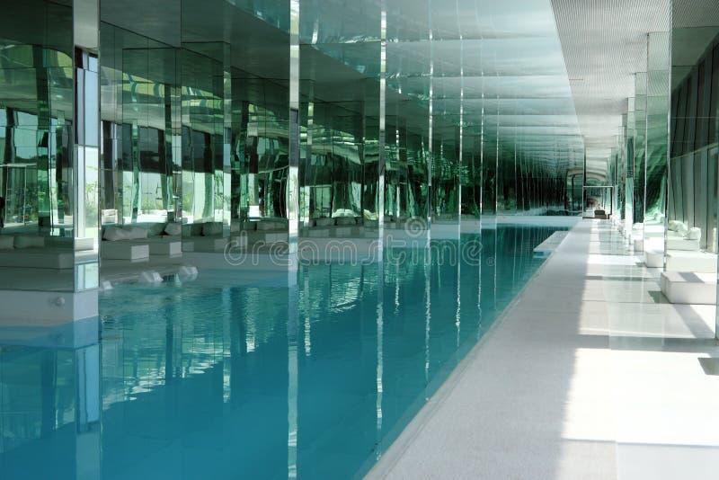 basen luksusowy basen obrazy stock