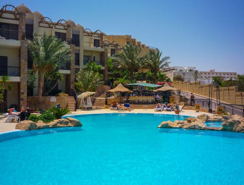 Basen luksusowy hotel w Egypet Hurghada Lipiec 2009 zdjęcie stock