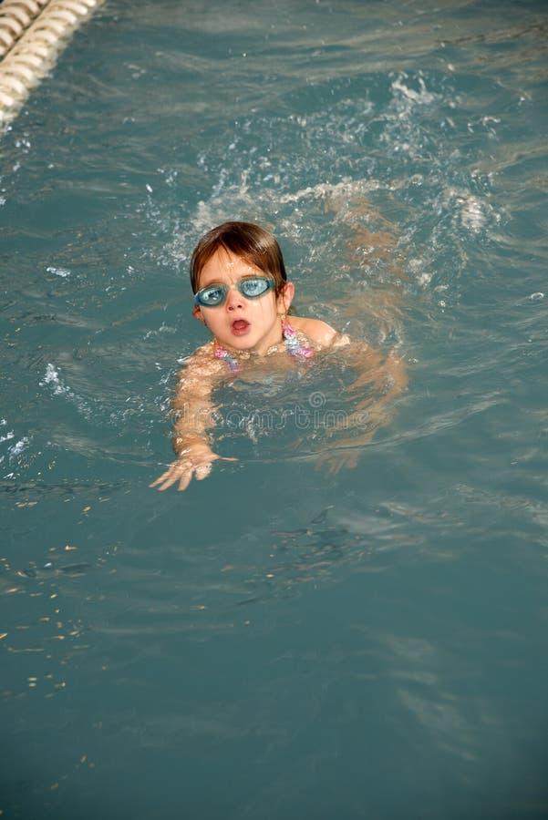 basen pływaccy młoda dziewczyna zdjęcia stock