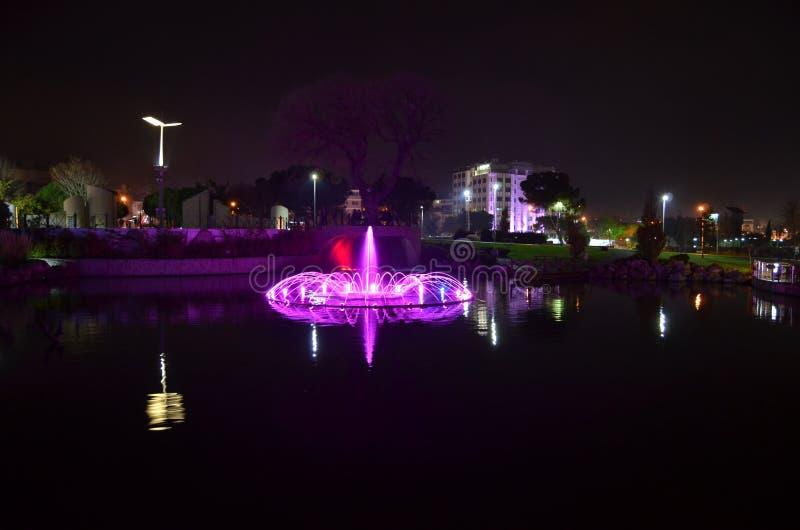 Basenu krajobraz przy nocą. obraz stock