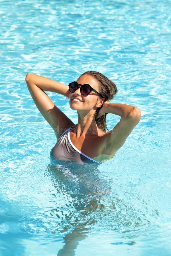basenu pływaccy kobiety potomstwa zdjęcie stock