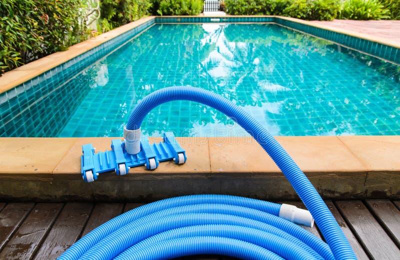 Basenu próżniowego cleaning elastyczny wąż elastyczny obrazy stock