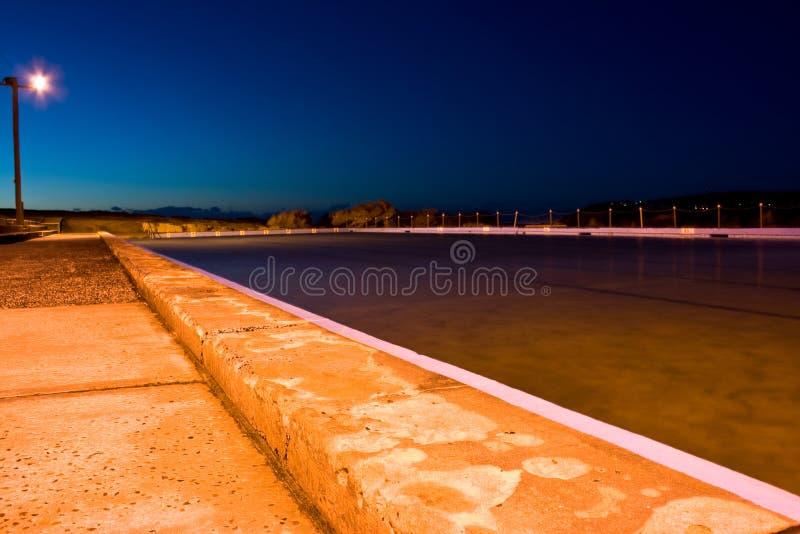 Basenu wzdłuż plaży jutrzenkowy dopłynięcie