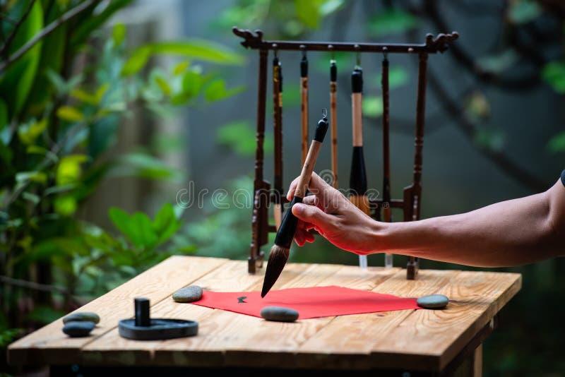 baserat korn för closen för calligraphyteckenkinesen extremt hands upp bilden medelblandad målningsfotografitextur arkivbilder