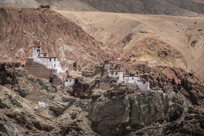 Basgo Gompa is een oude vesting en een Boeddhistisch Klooster in Bazgo-vallei in Leh-district, Ladakh royalty-vrije stock foto's
