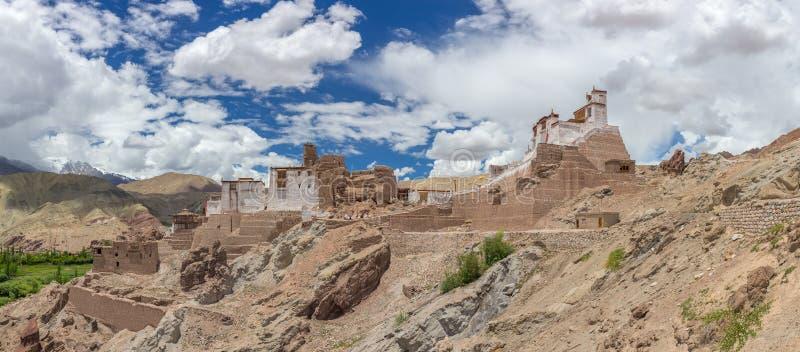 Basgo Gompa es una fortaleza antigua y un monasterio budista en el valle de Bazgo en el distrito de Leh, Ladakh fotografía de archivo libre de regalías