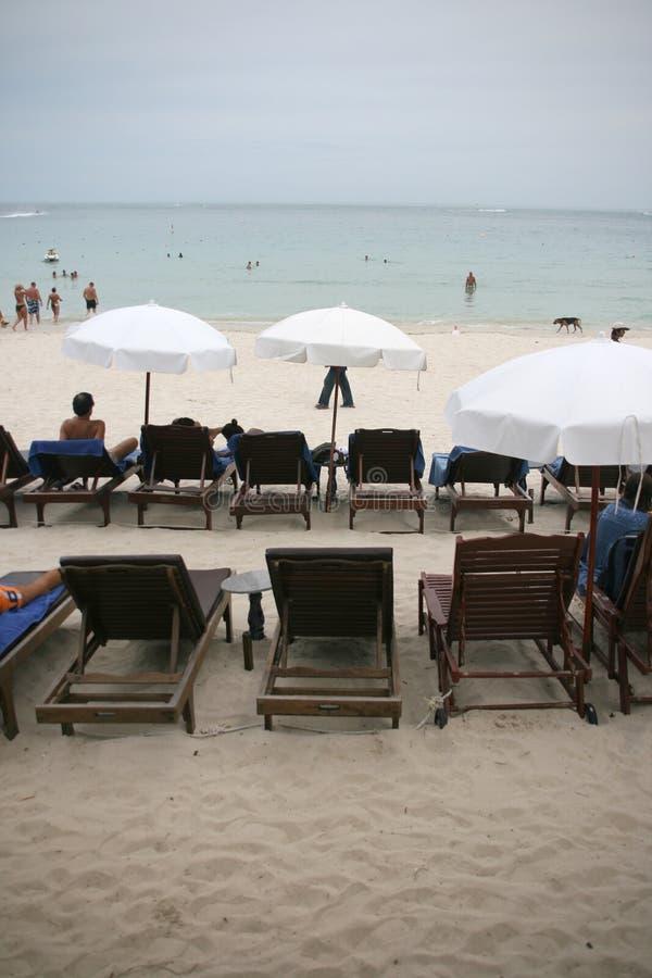 Basi ed ombrelli di Sun fotografia stock